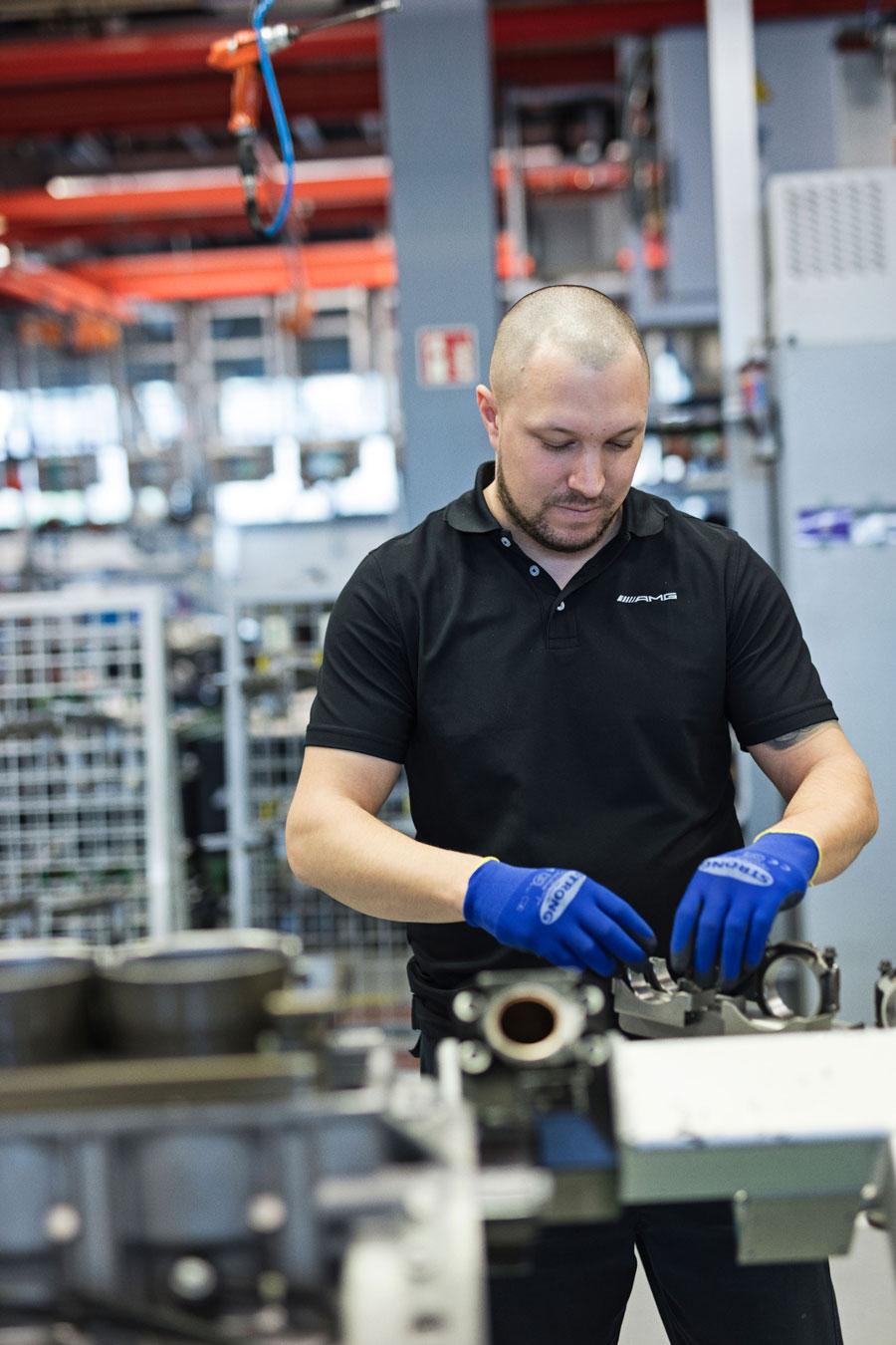 """""""At få lov til at bygge high-performance-motorer hver eneste dag er en drøm for mange mekanikere,"""" siger Oliver Weidenmüller. """"Også for mig."""""""